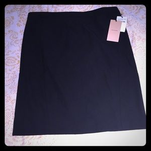 NWT halogen skirt. Black 12P